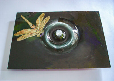 3D glass artwork of Dragonfly with a Raindrop
